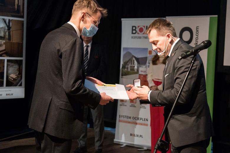 Wręczenie nagrody dla Pawła Lisiaka