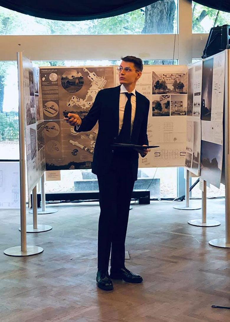 Paweł Lisiak podczas prezentacji