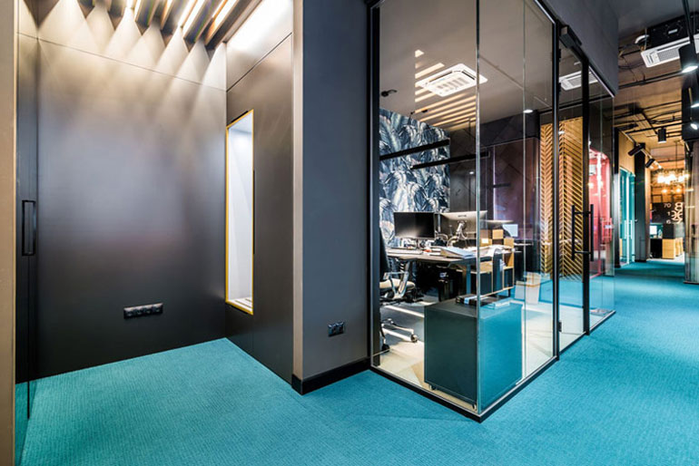 Biura JFM Furniture. Projekt wnętrza: Burawscy Archtekci. Zdjęcia: Marcin Mularczyk