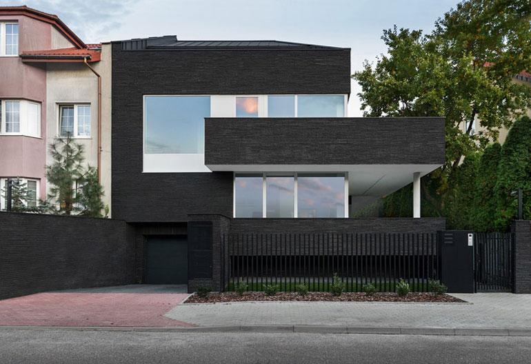 Dom z Grafitu | P54, Warszawa. Projekt:Paweł Lis Architekci | arch. Paweł Lis. Zdjęcie: Radek Gałczyński