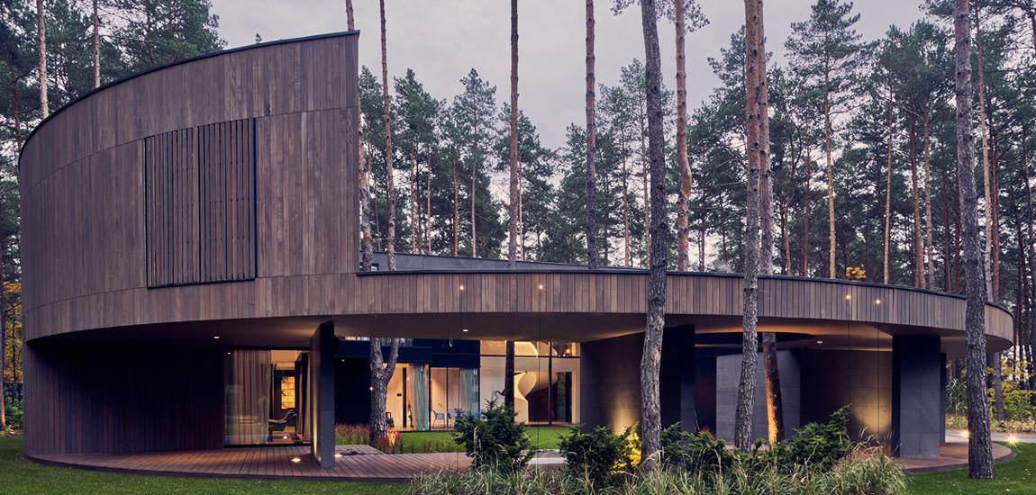 Circle Wood: dom wyciosany w pniu projektu Mobius Architekci