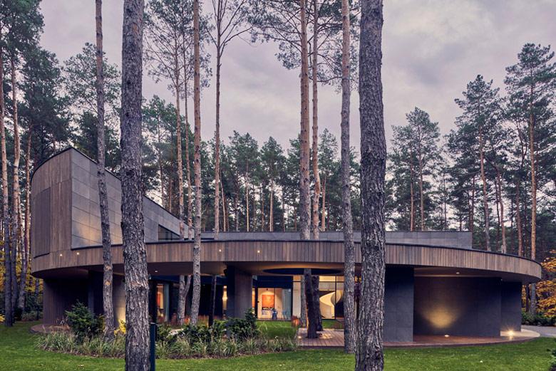Dom Circle Wood. Projekt:Przemek Olczyk Mobius Architekci. Zdjęcia: Paweł Ulatowski