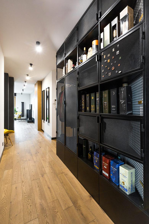 Mieszkanie kolekcjonera whisky w Warszawie. Projekt:Małgorzata Bielecka Capricorn Interiors. Zdjęcia:Paweł Biedrzycki Kąty Proste