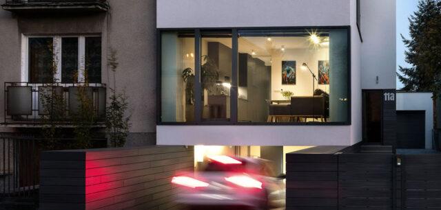 Nowe życie i minimalistyczna forma. Efektowna przebudowa budynku z lat 60-tych