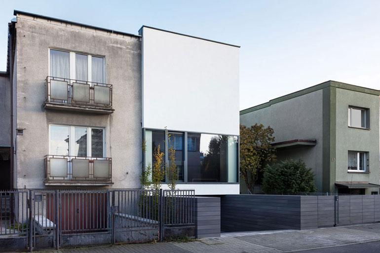 DOM OD-NOWA: Przebudowa budynku z lat 60. Projekt: KLUJ ARCHITEKCI. Zdj. Norbert Banaszyk