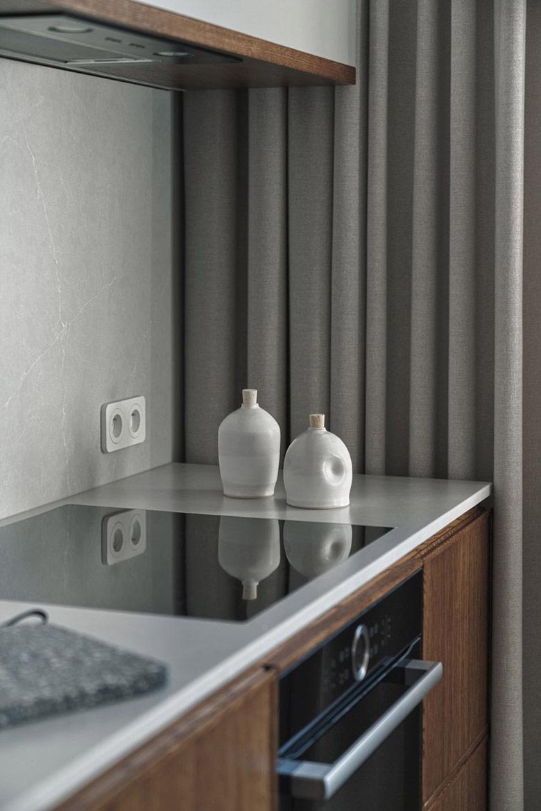 Mieszkanie inspirowane designem lat 50-tych i stylem mid-century. Projekt: Raca Architekci. Zdjęcia: Tom Kurek