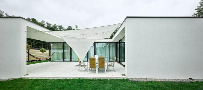 Dom z hamakiem pod Warszawą. Projekt: STOPROCENT Architekci. Zdjęcia:Grzegorz Pędzich