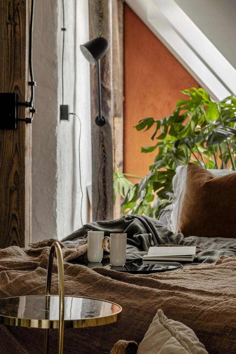 Aranżacja poddasza w loftowym klimacie. Projekt wnętrz:Przemek Maziarz / Modoso Interiors. Zdjęcia:Ola Dermont. Stylizacja: Grzegorz