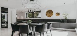W trzech kolorach – wnętrza 30-letniego domu projektu pracowni MMOA