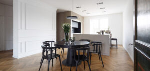 Współczesna przestrzeń z klasycznymi akcentami. Mieszkanie w międzywojennej willi projektu Olgi Kurek