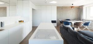"""Wnętrza mieszkania w modernistycznej katowickiej """"kukurydzy"""""""